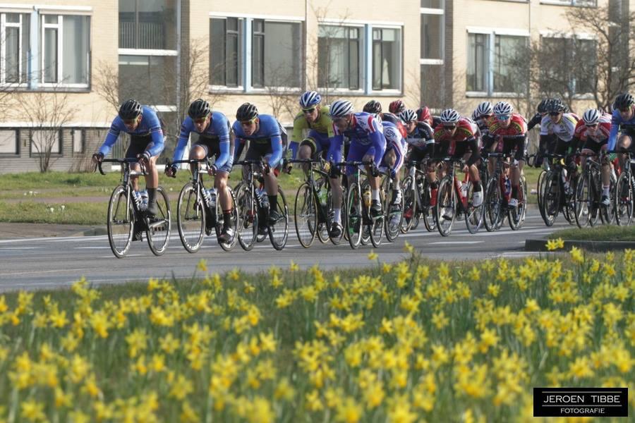 Sprinttrein op weg naar de zege in de Ronde van Zuid-Holland