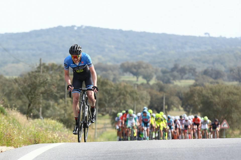 Jasper Hamelink solo in de tweede etappe van Volta ao Alentejo.