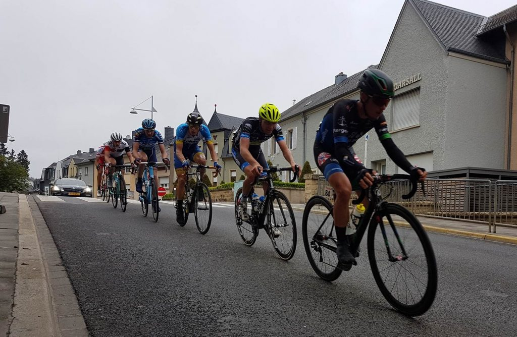 Dennis van der Horst kleurt etappe, Jasper de Laat vijfde eindklassement