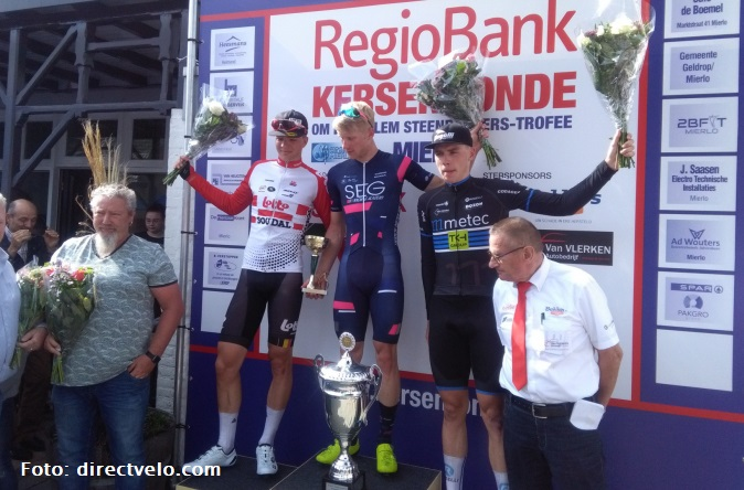 David Dekker pakt leiderstrui U23 Road Series terug