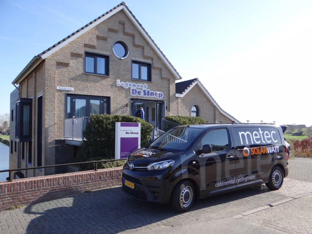 Trainingskamp Maasbommel start met wedstrijden op afgesloten wielerbaan